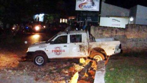 Zerstörtes Polizeifahrzeug (Abc)