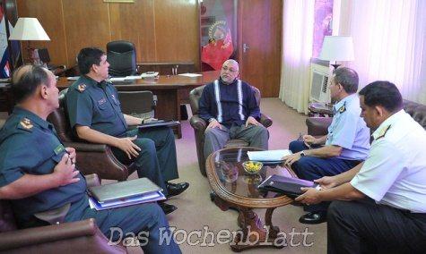 Lugo beim Treffen mit den Generälen