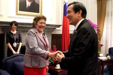 Mercedes Lugo mit dem taiwanesischen Präsidenten (taiwantoday)