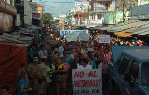 Erste Demonstration gegen den Metrobus (UH)