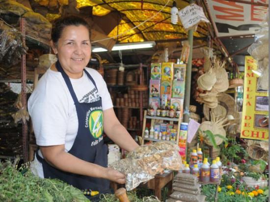 popular-calle-asuncion-atestigua-vigencia-la-medicina-natural-guarani