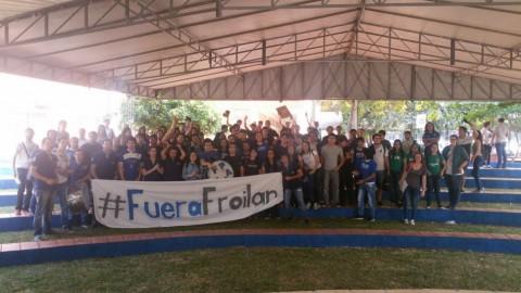 studenten_una_fuera_peralta