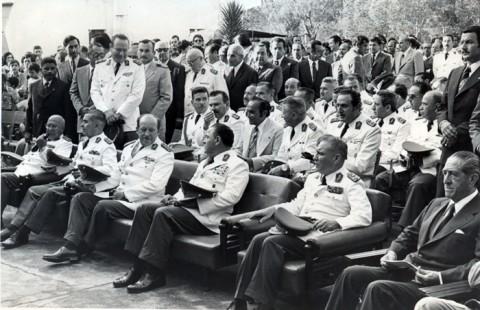 Alfredo Stroessner con politicos , civiles y militares