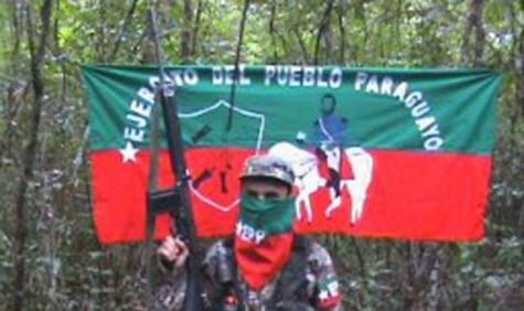 Vermummter EPP Kämpfer