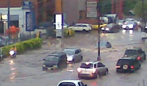 Chaos auf den Straßen Asuncións nach dem Unwetter