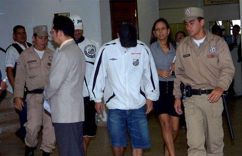Fußballfans aus Brasilien bei der Verhörung (UH)