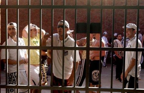 Die Hooligans hinter Gittern (Reuters)