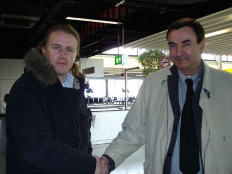 Frans Meijer (rechts) im Febraur 2005 am Flughafen