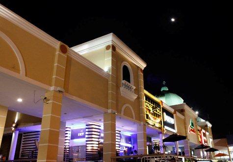 Paseo Carmelitas bei Nacht (FB)