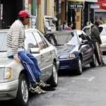 Auto-Parkwächter drohen mit Raub und Gewalt