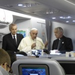 Fliegende Pressekonferenz auf dem Weg nach Rom