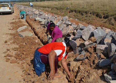 """Die """"Trümmerfrauen"""" von Ybytymí - Das Wochenblatt aus Paraguay"""
