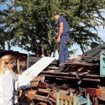 Hochwasseropfer verkaufen gespendetes Material