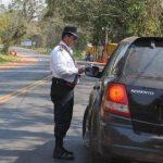 Was passiert wenn Sie die Polizei anhält und Sie keinen Führerschein dabei haben?