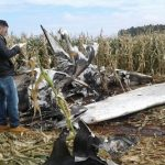 Ein ausgebranntes Flugzeug wirft Rätsel auf