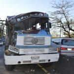 12 Verletzte nach Kollision zwischen LKW und Bus