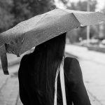 Regenschirm oder Regenmantel bei Gewitter?