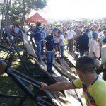Tribüne stürzt ein: Viele Menschen verletzt