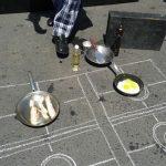 Kochen auf dem Asphalt