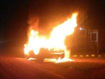 Auto brennt in deutscher Kolonie völlig aus