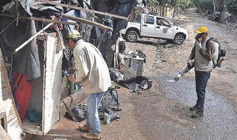 Dengue-Bekämpfung unter Polizeischutz