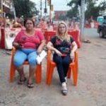 Frauen ketten sich wegen Metrobus-Projekt an