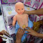 Transsexuelle Puppe löst Eklat aus