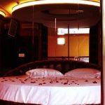 Zwei Männer im Motel: Einer stirbt auf seltsame Weise