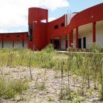 Neubau einer Fakultät vor dem Verfall