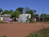 Landbesetzer in festen Unterkünften, mit Klimaanlagen und Parabolantennen