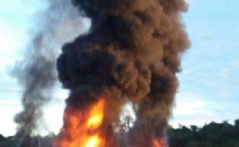 Alte Reifen aus der Kolonie Independencia werden illegal verbrannt