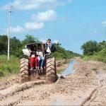Ein Traktor als Krankenwagen im Chaco