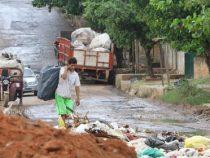 Die schwierige Arbeit des Recyclings in einer desorganisierten Stadt
