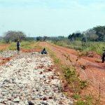 Vor acht Jahren Straßenprojekt begonnen, jetzt sind zwei Arbeiter im Einsatz