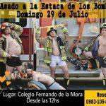Feuerwehr zeigt viel nackte Haut, um Spenden zu generieren