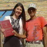 Halb Spanien hebt die rührende Geste einer Paraguayerin hervor