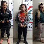 Drei Frauen besorgt um ihre zwei Freunde