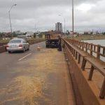 Dutzende von Verkehrsunfällen wegen großer Ölspur