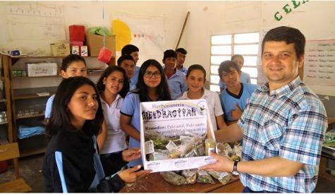 Schüler aus dem Chaco handeln mit Heilpflanzen