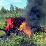 """Personen """"ohne Land"""" greifen an und verbrennen Sämaschine"""
