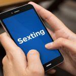 Junge Leute in der Falle von Sexting