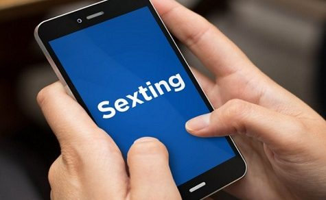 Dirty Talk, Videos, zweideutige Emojis – die Sexting Falle