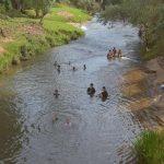 Baden in mit Quecksilber verseuchten Flüssen