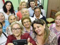 WhatsApp und soziale Netzwerke ziehen Senioren in ihren Bann