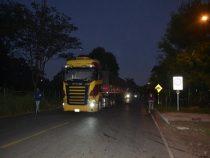 Anwohner im Krieg gegen Lastwagenfahrer mit Soja