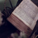 Verbrecher mit der Bibel