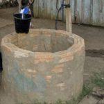 Dreijähriger stirbt nach Sturz in einen Brunnen