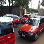 Taxifahrer im Einklang mit Uber
