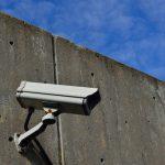 Installation von Überwachungskameras auf Straßen und öffentlichen Plätzen