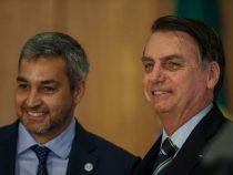 Jair Bolsonaro reicht Mario Abdo die Hand